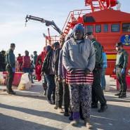 Eine Gruppe Migranten kommt Mitte Februar im Hafen von Motril in Südspanien an.