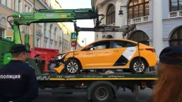 Taxifahrer verliert Kontrolle – mehrere Verletzte