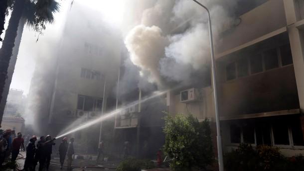 Muslimbrüder demonstrieren auch nach dem Massaker weiter