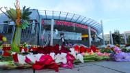Zeichen der Trauer am Ort des Anschlags: Blumen vor dem Olympia-Einkaufszentrum in München.