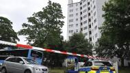 Polizei vor dem Hochhaus in Wuppertal