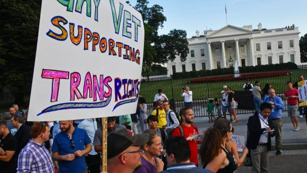 Gericht blockiert Militär-Ausschluss von Transgendern