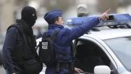 Die belgische Polizei ist in erhöhter Alarmbereitschaft. Wie hier bei einem Einsatz in Forest im März griffen auch die Beamten in der Genter Innenstadt zur Waffe.