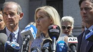 Virginia Giuffre gibt im August eine Pressekonferenz vor einem Gericht in Manhattan.