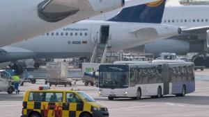 Unfall mit 14 Verletzten am Frankfurter Flughafen