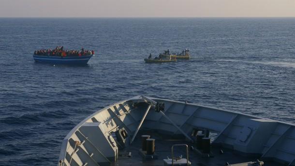 Italienische Marine rettet wieder Hunderte Flüchtlinge