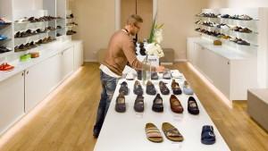 Bequeme Schuhe und Outlets auf dem Vormarsch