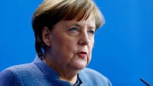 "Merkel soll ""nicht kritisieren, sondern Hilfe anbieten"""