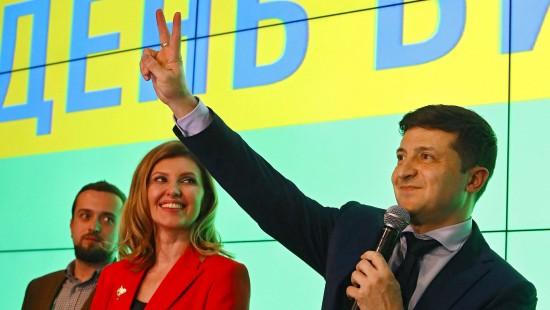 Komiker Selenskyj in Stichwahl gegen Poroschenko