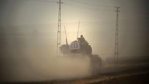 Türkische Panzer überqueren wieder syrische Grenze