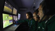 """So muss man sich das """"Replay-Center"""" wohl vorstellen: Videobeweis bei der Klub-WM im Dezember"""