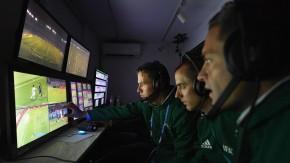 Fußball-Bundesliga: Testphase zeigt, dass der Videobeweis weiterhilft