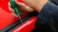Alte Technik: Heute werden Autos oft gestohlen, ohne dass eine Tür aufgehebelt werden müsste.