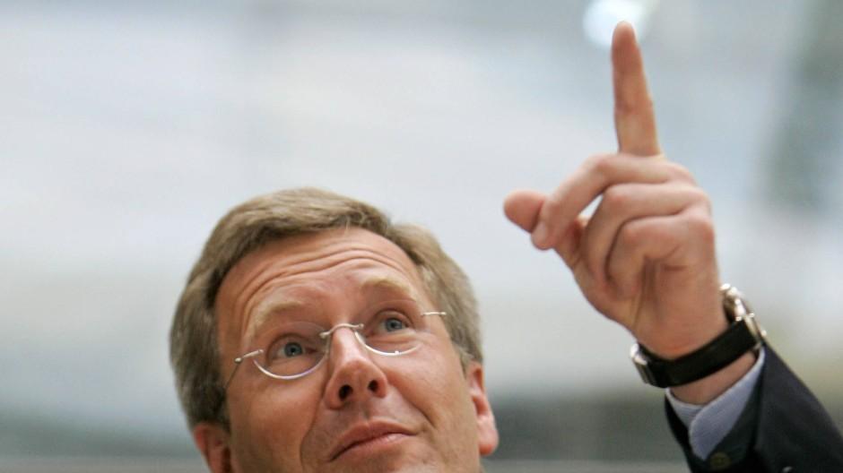 """Damals auf dem Weg nach oben: Christian Wulff 2007 bei der Vorstellung seines Buches """"Besser die Wahrheit"""""""