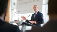 Wegweiser: Carsten Kengeter will die Vorzüge der Börsenfusion besser erklären.