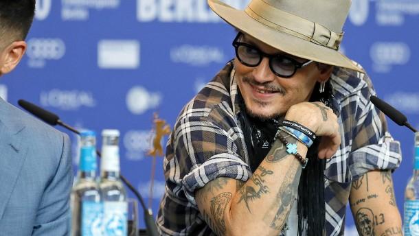 """Johnny Depp stellt neuen Film """"Minamata"""" vor"""