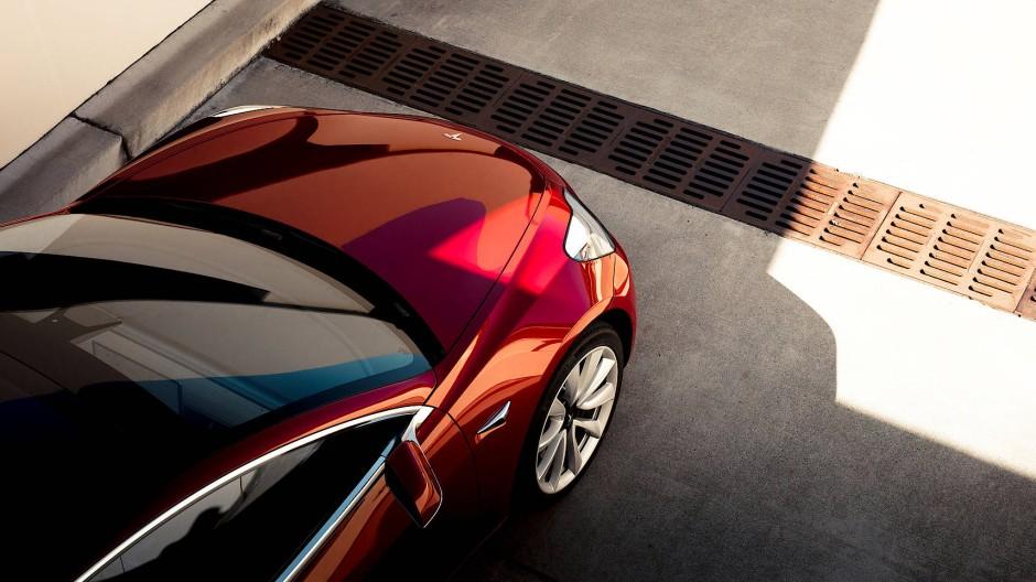 Tesla mit weiterhin hohen Verlusten