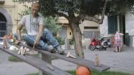Ein Denkmal erinnert an den 17 Jahre alten Genny Cesarano, der im September 2015 in Neapel - wohl wegen einer Verwechslung - von Mafiakillern erschossen worden ist.