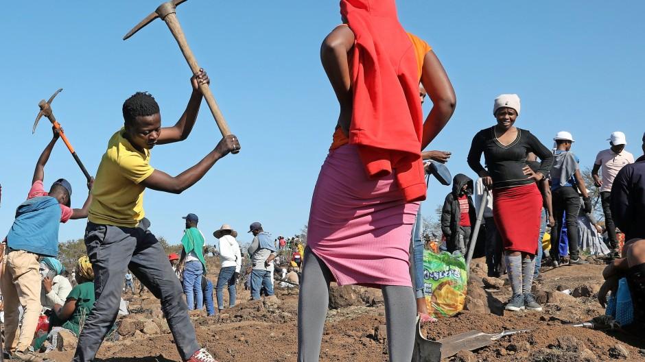 Südafrika lebt  von Rohstoffen: Einwohner eines Dorfes im Diamantenrausch