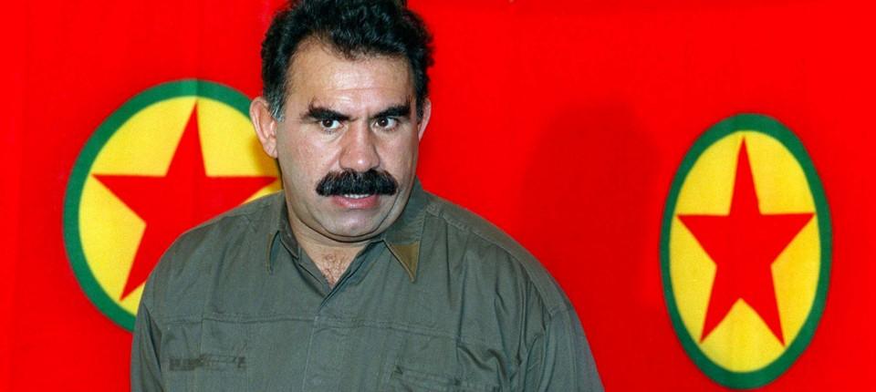 Abdullah Öcalan bei einer Pressekonferenz an der syrisch-libanesischen Grenze im Jahr 1993.