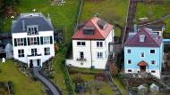 Unter bestimmten Bedingungen müssen nahe Angehörige keine Steuern auf die geerbte Immobilie zahlen.