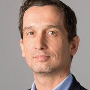 """Bernd Freytag  - Portraitaufnahme für das Blaue Buch """"Die Redaktion stellt sich vor"""" der Frankfurter Allgemeinen Zeitung"""