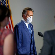Gemeinsam mit anderen Senatoren will Mitt Romney den Abzug amerikanischer Truppen aus Deutschland verhindern.
