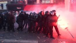 """Proteste gegen Polizeigewalt und """"Artikel 24"""""""