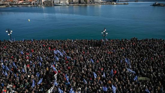 Massenproteste gegen Flüchtlingslager