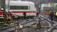 Nicht nur der entgleiste Zug, sondern vor allem auch die Schienen im Dortmunder Hauptbahnhof wurden schwer beschädigt.