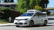 """""""Es entstehen zweifelsohne neue Risiken"""": ein selbstfahrendes Auto der Google-Schwesterfirma Waymo unterwegs auf Testfahrt"""
