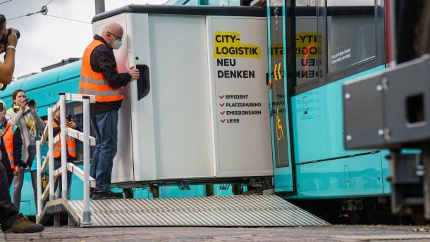 Mit Straßenbahn und Lastenfahrrad