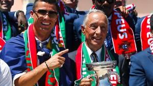 Zehntausende feiern Portugal