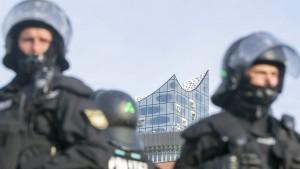 Hamburg, die Polizei und viel Erregung