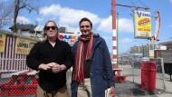 """Fastfood in Chicago mit Eddie """"King"""" Roeser (links) und Philipp Krohn"""