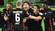 Eintrachts Sam Lammers (Mitte) trifft bereits zum zweiten Mal für seinen neuen Klub.