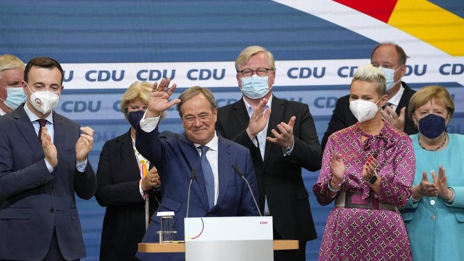 Applaus für den Verlierer: Laschet hat die Wahl verloren, die Aussichten auf das Kanzleramt trüben sich immer weiter ein.