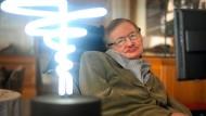 Der weltberühmte Professor und Phsyiker Stephen Hawking litt seit vielen Jahren an der Nervenkrankheit ALS. Er wurde 76 Jahre alt.