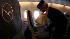 Lufthansa darf Leih-Stewardessen rekrutieren