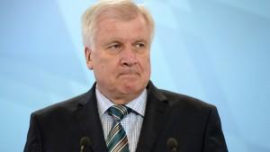 Seehofer fordert Signal für Aufnahmestopp