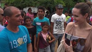 Angelina Jolie trifft Flüchtlinge