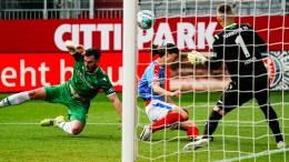 Holstein Kiel rückt auf Platz zwei vor