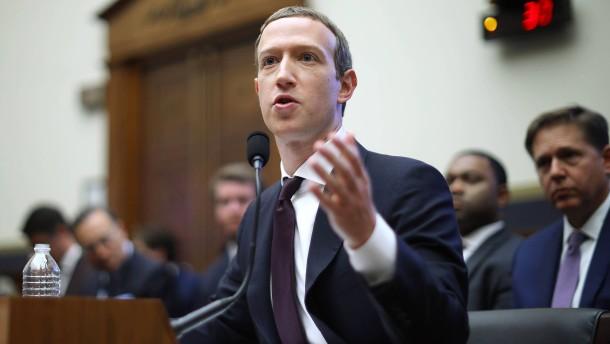 Zuckerberg im Kreuzfeuer