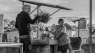 """Alfonso Cuarón beim Dreh von """"Roma"""" über den Dächern von Mexiko-Stadt"""