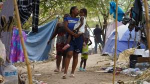 Überfülltes Flüchtlingslager in Del Rio