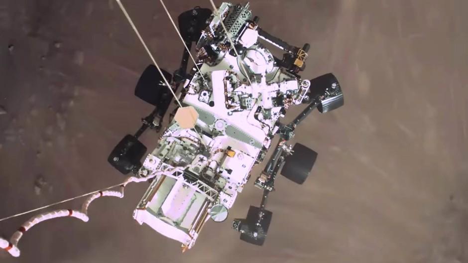 """""""Skycrane"""" – der Himmelskran lässt den Rover auf den Mars hinab. Eine Aktion, die ohne Infineon-Chips nicht gelungen wäre."""