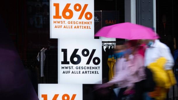 Ökonomen streiten über Wirkung der Mehrwertsteuersenkung