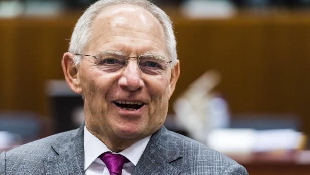Schäuble rechnet mit steigenden Zinsen