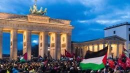 De Maizière verurteilt Verbrennung israelischer Fahnen