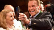 Hasta la vista: Schauspieler und Ex-Politiker Schwarzenegger bei einer Weißwurstparty in Österreich